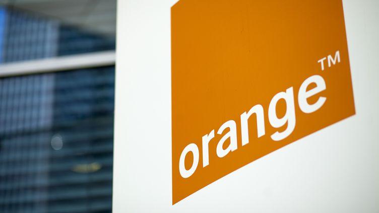 Le logo du groupe Orange, ici en Pologne, le 12 juin 2013. (BLOOMBERG / GETTY IMAGES)
