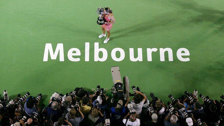 Amélie Mauresmo après avoir remporté l'Open d'Australie, le 28 janvier 2006, à Melbourne.  (WILLIAM WEST / AFP)