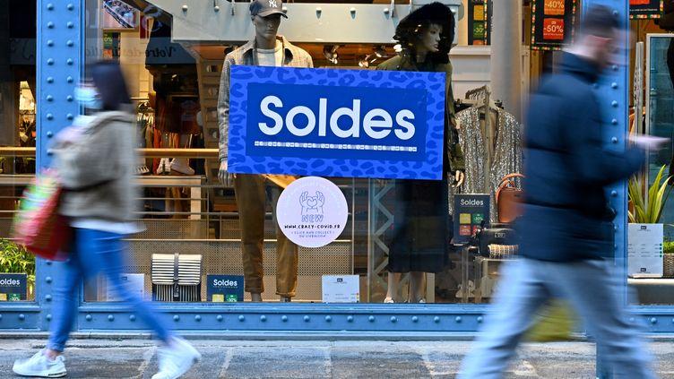 Un magasin de Rennes (Ille-et-Vilaine) lors de la période des soldes d'hiver, le 22 janvier 2021. (DAMIEN MEYER / AFP)
