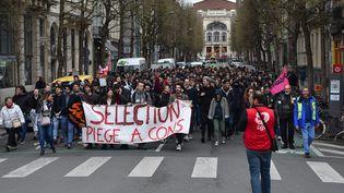 Des étudiants manifestent contre la réforme de l'accès à l'université, à Lille (Nord) le 3 avril 2018. (MAXPPP)