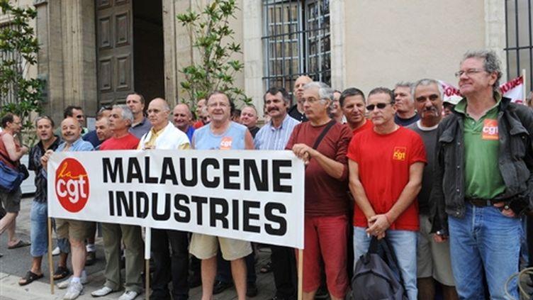 Manifestation de salariés de la papeterie de Malaucène à Carpentras le 17 juin 2009 (© AFP PHOTO / MICHEL GANGNE)
