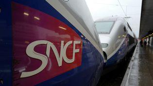 """L'abonnement TGV Max prévoit, pour 79 euros par mois, """"des trajets illimités"""", sur """"100% des destinations TGV"""", avec """"la possibilité de voyager tous les jours"""". (LUDOVIC MARIN / AFP)"""