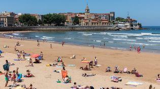 La plage San Lorenzo à Gijon (Asturias), en Espagne, le 14 juillet 2020. (ALVARO HURTADO / NURPHOTO / AFP)