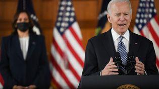 Le président américain Joe Biden et la vice-présidente Kamala Harris, le 19 mars 2021 à Atlanta (Georgie). (ERIC BARADAT / AFP)