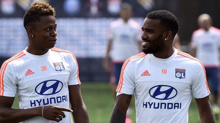 Njie (à gauche) n'évoluera plus avec Lacazette (à droite) la saison prochaine  (FRANCK FIFE / AFP)