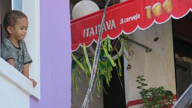 """(Plus de deux millions de personnes, soit un tiers de la population de Rio, vivent aujourd'hui dans les quelque 750 favelas de la ville. Près de 200 d'entre elles ont été """"pacifiées"""" depuis 2008 © Radio France / Nicolas Mathias)"""