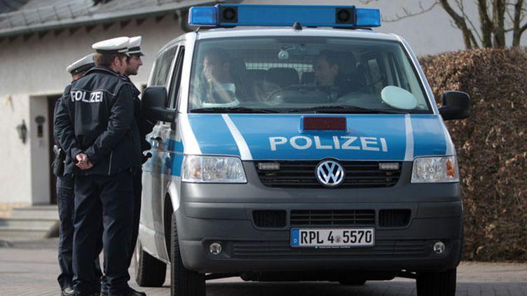 (Des policiers allemands à Montabaur, en Rhénanie-Palatinat, une des deux villes de résidence d'Andreas Lubitz © Maxppp)