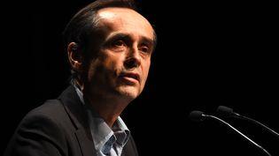 Le maire de Béziers (Hérault) Robert Ménard, proche du FN, lors d'un meeting de Louis Aliot, candidat FN aux régionales en Languedoc-Roussillon-Midi-Pyrénées, le 9 décembre 2015. (PGUYOT / AFP)