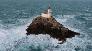 Le phare de Tévennec, au large du Finistère,où s'est installé Marc Pointud le 27 février 2016. (CLAUDE PRIGENT / MAXPPP)