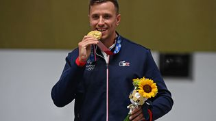 Le Français Jean Quiquampoix, champion olympique du tir rapide 25 mètres au Jeux de Tokyo. (TAUSEEF MUSTAFA / AFP)