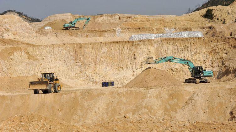 Site d'extraction de terres rares dans la région de Ganxian, en Chine. (ZHONG SHI / FEATURECHINA / MAXPPP)