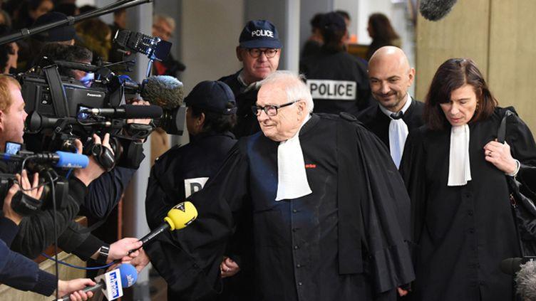 (Me Frédérique Beaulieue, Richard Malka et Henri Leclerc, les trois avocats de DSK au procès du Carlton à Lille © MaxPPP)