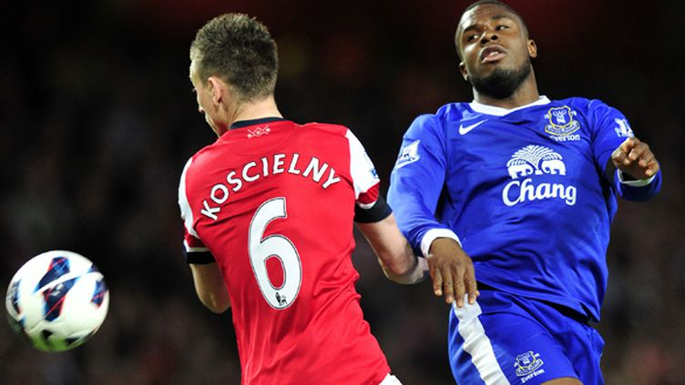Duel entre Koscielny (Arsenal) et Anichebe (Everton)