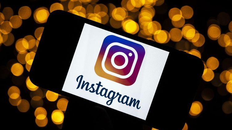La populaire plateforme de partage de photos et de vidéos requiert actuellement un âge minimum légal de 13 ans pour s'inscrire.  (LIONEL BONAVENTURE / AFP)