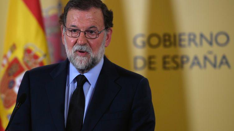 Première intervention du Premier ministre espagnol Mariano Rajoy après les attaques terroristes en Catalogne, le 17 août2017 (LLUIS GENE / AFP)