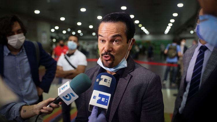 L'ambassadeur de France au Venezuela, Romain Nadal, à l'aéroport Simon Bolivar, à Caracas, le 26 mars 2020. (MAXPPP)