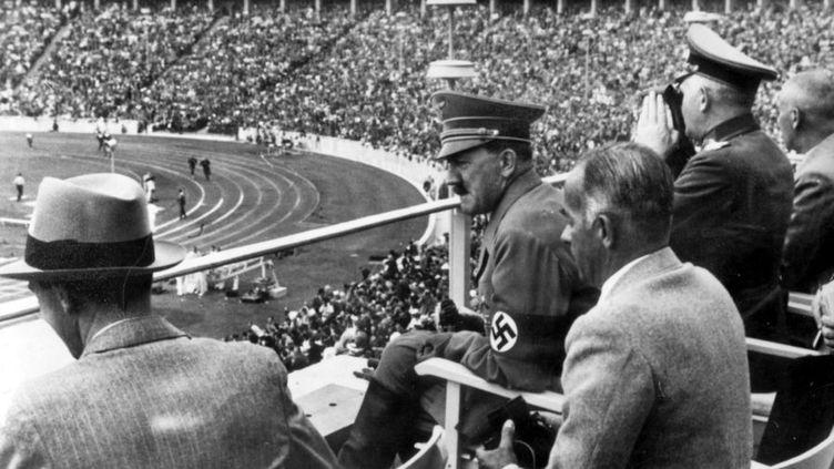 Adolf Hitler veut montrer la supériorité de la race aryenne lors des Jeux olympiques de Berlin en 1936.