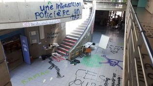 Le hall du centre des langues vivantes. Photo prise ce matin. (Damien Borelly - France 3 Alpes.)