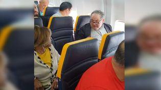 Un passager a proféré des insultes racistes à l'encontre de sa voisine à bord d'un vol Ryanair qui reliait Londres à Barcelone, le 19 octobre 2018. (DAVID LAWRENCE / YOUTUBE)