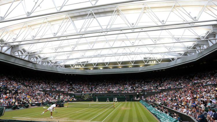 (Le court central de Wimbledon durant la rencontre Nadal-Kukushkin. © HUGO PHILPOTT/UPI/MAXPPP)