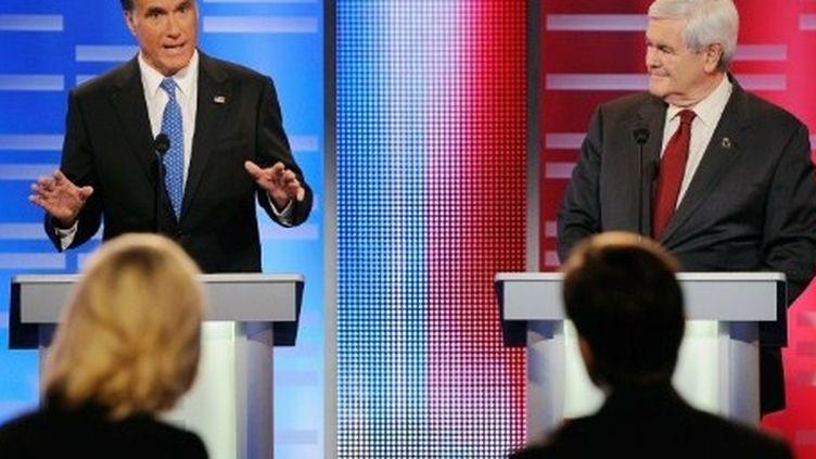 Mitt Romney (à gauche) et Newt Gingrich (à droite) lors d'un débat télévisé le 10-12-2011 (AFP - Getty Images - Kevork Djansezian )