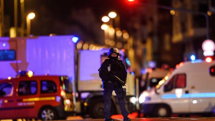 Un policier dans le quartier de Neudorf, à Strasbourg (Bas-Rhin), le 11 décembre 2018. (JEAN-CHRISTOPHE VERHAEGEN / AFP)