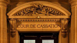 Le fronton de la Cour de cassation, à Paris. (MANUEL COHEN / AFP)