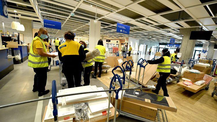Des salariés d'Ikea se préparent à l'ouverture d'un magasin à Vénissieux, dans la métropole de Lyon, le 18 mai 2021. (MAXPPP)