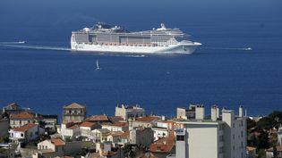 Un paquebotde croisièrearrive dans le port de Marseille, le 21 mars 2013. (SOUILLARD BRUNO / MAXPPP)