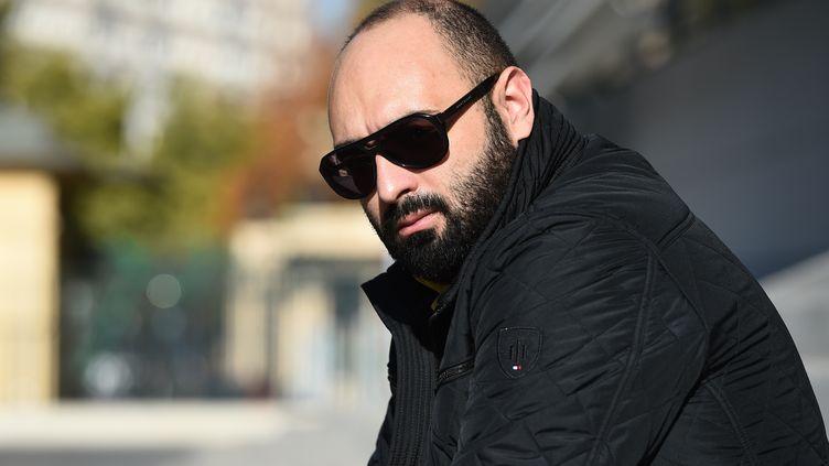 Mohamed Bouchenafa, père de la petite Marwa, le 17 novembre 2016 devant l'hôpital de la Timone à Marseille. (BORIS HORVAT / AFP)