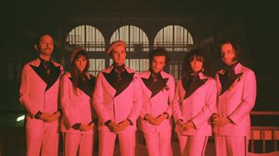 Les six membres actuels du groupe La Femme. (Oriane Robaldo)