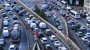 Des embouteillages sur l'A7 au sud du tunnel de Fourvière à Lyon (Rhône), le 31 août 2016. (MAXPPP)