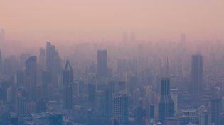 L'air pollué de la ville de Shangai(Chine), le 28 décembre 2015. (DANNY HU / MOMENT RF)