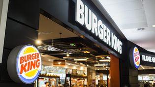 Un fast-food Burger King à Nanterre, le 7 juillet 2015. (AURELIEN MORISSARD / MAXPPP)