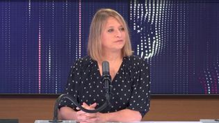 """Karine Lacombe, cheffe du service des maladies infectieuses de l'Hôpital Saint-Antoine à Paris était l'invitée du """"8h30 franceinfo"""", mercredi 21 avril 2021. (FRANCEINFO / RADIOFRANCE)"""