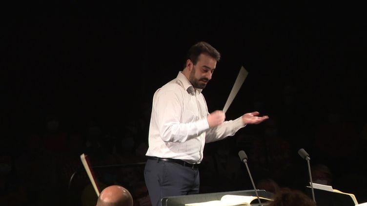 Le chef d'orchestre français David Molard Soriano à Besançon, le 13 septembre 2021. (CAPTURE D'ÉCRAN FRANCE 3 / L. Brocard)