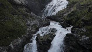 Les touristes se multiplient en Norvège chaque année pour visiter la région des fjords qui abrite des paysages exceptionnels. (France 2)