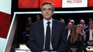 """François Fillon sur le plateau de """"l'Emission politique"""" de France 2, le 23 mars 2017. (THOMAS SAMSON / AFP)"""