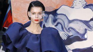 Création haute couture printemps-été 2020 de Xuan pendant la semaine de la haute couture parisienne, le 23 janvier 2020 (FRANCOIS GUILLOT / AFP)