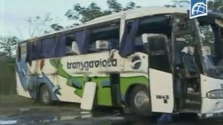 Capture d'écran d'une vidéo montrant un autocar accidenté. Il transportait des touristes français, le 1er décembre 2014, à Cuba. (REUTERS)