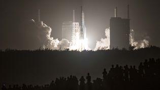 La fusée a été lancée le 29 avril 2021. Sur la photo, on voit une fusée équivalente lancée en novembre 2020. (STR / AFP)