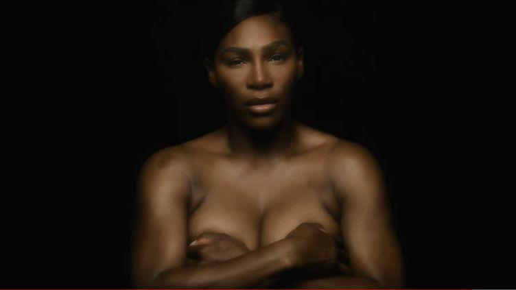 """Serena Williams, joueuse de tennis dans son clip """"I touch myself"""" pour la prévention du cancer du sein. (CAPTURE D'ÉCRAN YOUTUBE)"""