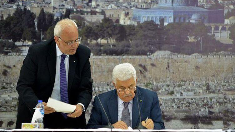 Mahmoud Abbas, président de l'Autorité palestinienne signe 20 traités internationaux, dont le statut de Rome de la Cour Pénal Internationale, le 31 décembre à Ramallah. (Issam Rimawi / ANADOLU AGENCY)