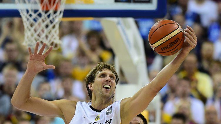 Dirk Nowitzki a terminé la rencontre avec 15 points et 7 rebonds  (JOHN MACDOUGALL / AFP)