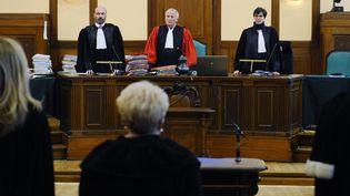 Les juges au procès de Francis Heaulme, devant la cour d'assises de Moselle, le 25 avril 2017. (JEAN CHRISTOPHE VERHAEGEN / AFP)