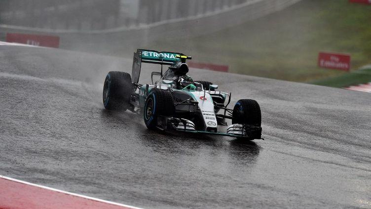 Le pilote allemand de Mercedes, Nico Rosberg, a fait face à la pluie sur le circuit des Amériques à Austin (Texas). (JEWEL SAMAD / AFP)