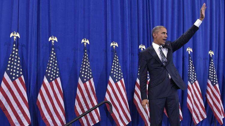 Le président démocrate Barack Obama, lors d'un discours à la base aérienne de Macdill, dans la ville de Tampa, en Floride, le 6 décembre 2016. (MANDEL NGAN / AFP)