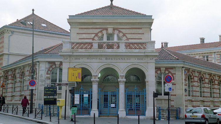 L'entrée de l'hôpital Bretonneau, dans le 18e arrondissement de Paris. (M. DE MARTIGNAC / MAXPPP)