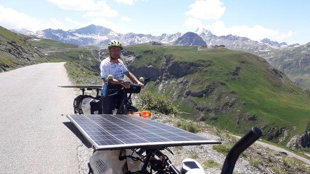 Christophe Dugué à vélo solaire