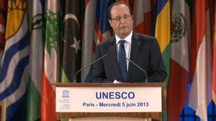 François Hollande reçoit, mercredi 5 juin 2013 à Paris, le prix Félix Houphouët-Boigny àl'Unesco. ( FRANCE 2 / FRANCETV INFO)